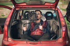 Bak platsimprovisation Kameraman från stammen av bilskytte Royaltyfri Foto