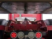 bak som är halv till släplastbilen upp Royaltyfri Fotografi