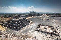 bak sun för moment för avståndsmexico pyramid teotihuacan mindre Arkivfoto