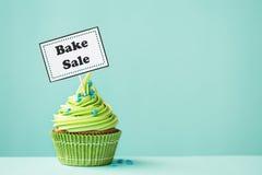 Bak verkoop cupcake Stock Afbeeldingen