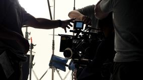 Bak videokameran, att anteckna online-reklamfilmen arkivfoto