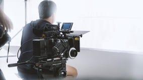 Bak videokameran, att anteckna online-reklamfilmen royaltyfri bild