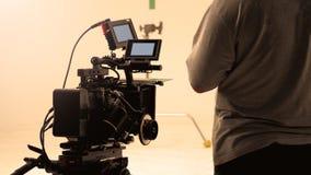 Bak videokameran, att anteckna online-reklamfilmen royaltyfria bilder