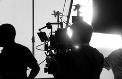 Bak videokameran, att anteckna online-reklamfilmen arkivbilder