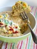Baka ihop med havre och salladslökar som lagas mat i mikrovågen Royaltyfria Foton