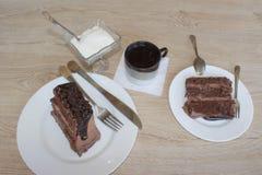 Baka ihop, socker och kaffe på tabellen Arkivfoton