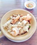 Baka ris med skaldjur - thailändsk mat Royaltyfri Bild