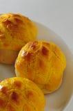 Bakad ananas bredd smör på bulle Arkivfoton