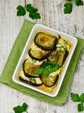 Bakad aubergine med mozzarellaen och tomater Royaltyfri Bild