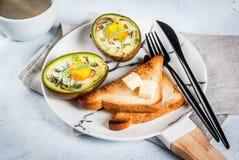 Bakad avokado med ägget Royaltyfri Fotografi