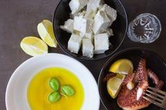 Bakad bläckfisk Traditionella grekiska mellanmål olivgrön Fotografering för Bildbyråer