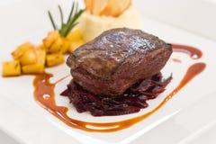bakad braised kålfilé över steak Fotografering för Bildbyråer