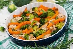 Bakad feg filet med broccoli och pumpa med den kryddiga örten Fotografering för Bildbyråer