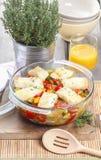 Bakad fisk med grönsaker Fotografering för Bildbyråer