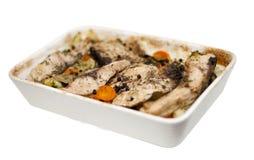 Bakad fisk med grönsaker med clippingmaskeringen Arkivbild