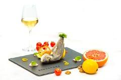 Bakad fisk med vin Royaltyfria Bilder