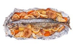 Bakad fisk på folien Royaltyfria Bilder