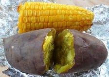 Bakad potatis och havre Arkivbild