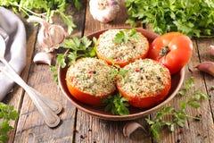 Bakad tomat med smula royaltyfri foto