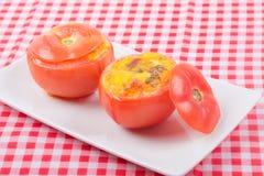 Bakad välfylld tomat för frukost Royaltyfri Foto