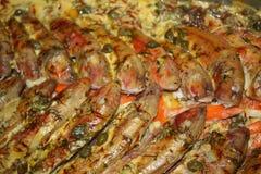 Bakade fiskar med grönsaker Royaltyfri Bild