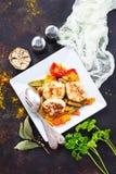 Bakade grönsaker med kotletten royaltyfria bilder