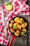 Bakade hela unga potatisar Royaltyfri Foto