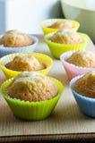 bakade muffiner home Royaltyfri Fotografi