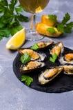 Bakade musslor med ost arkivfoto