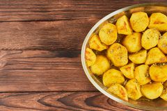 Bakade potatisar med kryddat arkivbilder