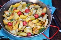 Bakade potatisar med vitlök Royaltyfri Fotografi