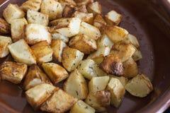 Bakade potatisar, snitt in i stycken Royaltyfria Bilder