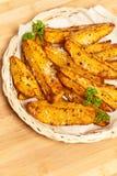 Bakade potatiskilar med parmesan royaltyfria foton