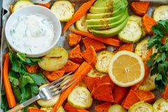 Bakade sötpotatis, zucchini och morötter Arkivbild