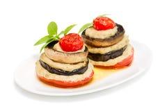 Bakade skivor av aubergine, champinjoner och tomater Fotografering för Bildbyråer