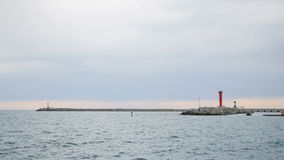 Bakan na wejściu w schronieniu - bławy morze i sygnał stacja zbiory wideo