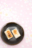 bakar ihop japansk mochirice Arkivbilder