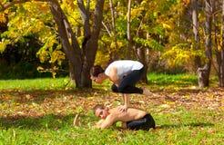 Bakasana da ioga na pose do pashchimottanasane foto de stock