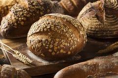 bakat bröd market nytt helt försäljningsvete royaltyfri foto