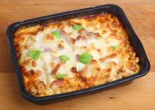Bakat klart mikrovågmål för pasta Royaltyfri Bild