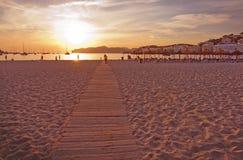 Bakbelysta konturdiagram på stranden Royaltyfri Fotografi