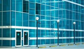 Bakdörr i en kontorsbyggnad Arkivfoton