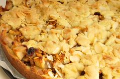 Baked apple pie with crumble Royalty Free Stock Photos