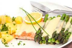 Baked salmon with asparagus Royalty Free Stock Images