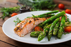 Baked salmon garnished with asparagus Stock Photography
