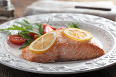 Baked salmon with salad Royalty Free Stock Photos