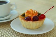 Bakelse med frukt Royaltyfria Foton