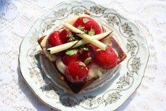 Bakelse med jordgubbar Fotografering för Bildbyråer