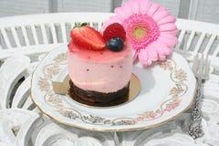 Bakelse med jordgubbemousse Royaltyfria Foton