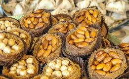 Bakelse som är välfylld med mandlar, Arkivfoton